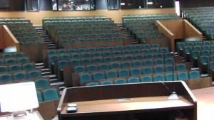 ステージ演壇から観客席